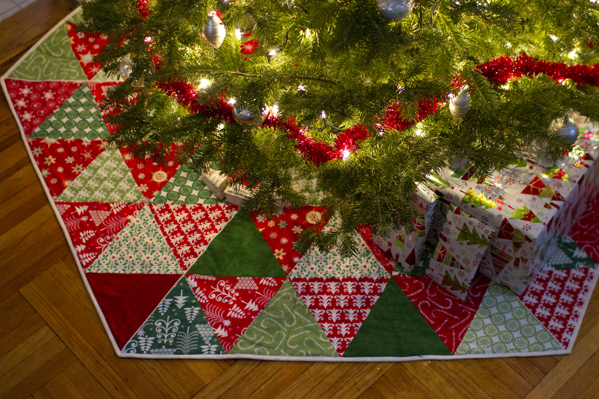 Easy Knitting Pattern For Christmas Tree Skirt : Free quilted tree skirt patterns for christmas
