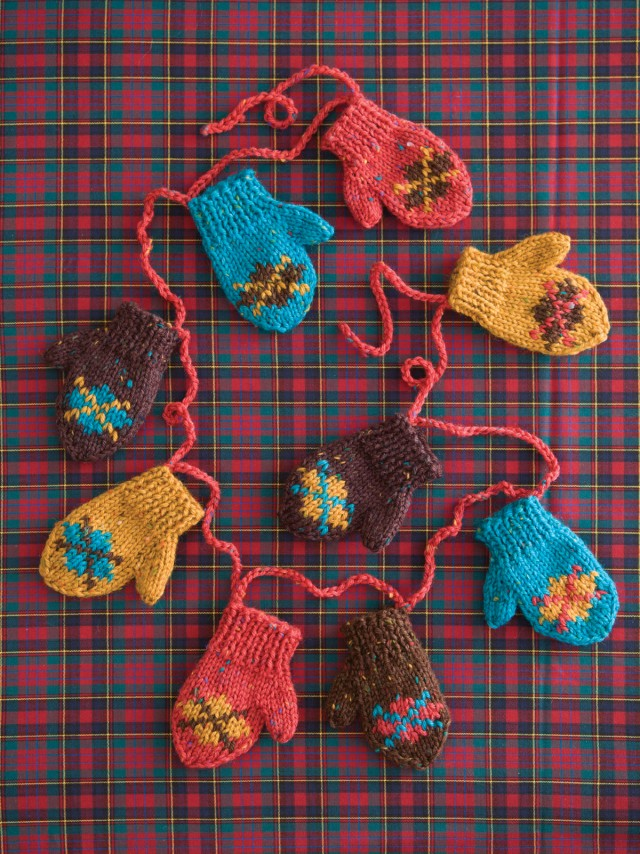 pepperknit | knit mini mitten garland